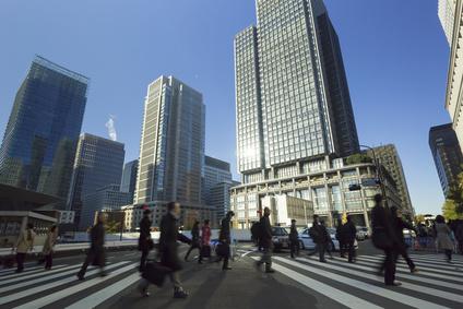 東京駅前 丸ノ内 朝の通勤風景 スローシャッター