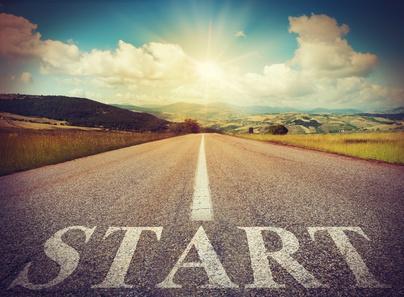 Road that says start in the asphalt